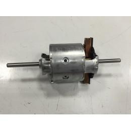 Мотор отопителя 6430 (два вала) BOSCH 130111130 МАЗ